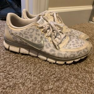White nike shoes. Size 8. Good condition
